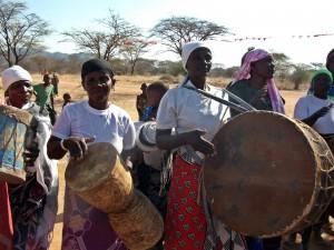 Coro di donne durante una celebrazione a Wawata in Tanzania