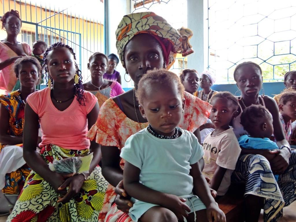 Sala di attesa nel dispensario di Empada in Guinea Bissao