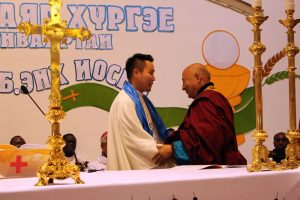 12-fr-enkhe-receives-the-greeting-of-buddist-khambalam-dambajav