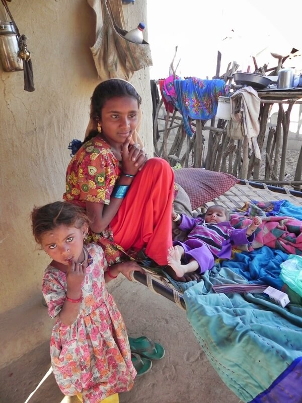 gujarat-sorelle_madri-e-le-cure-parentali
